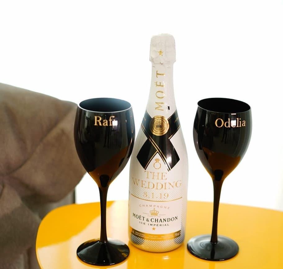 מדבקות ממותגות לבקבוק יין/שמפנייה וכוסות