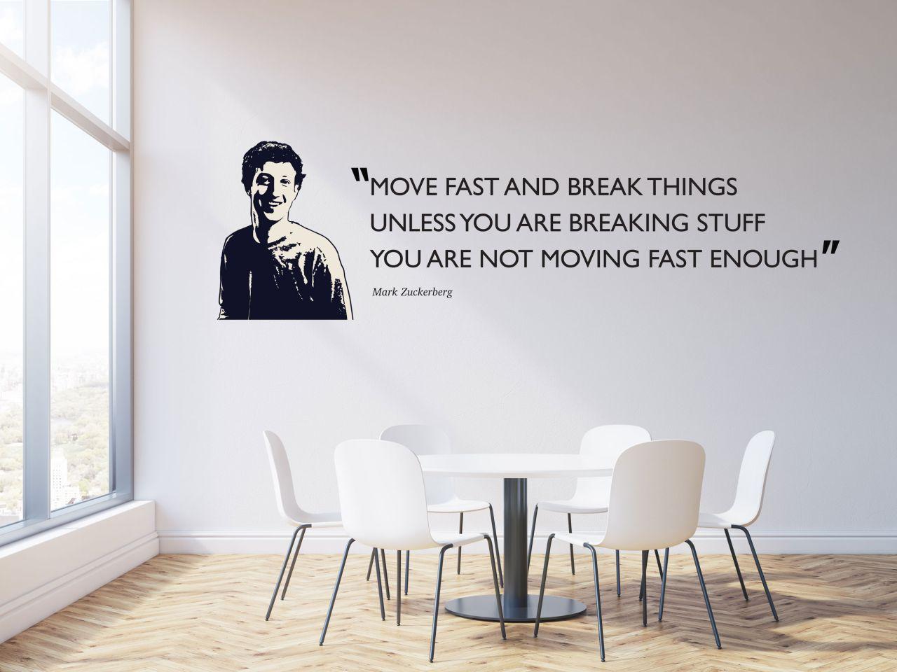 """מדבקת קיר משפט השראה  ״Move fast and break things"""" באנגלית / עברית לבחירה"""
