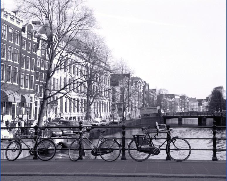 תמונת טפט אופניים בעיר שחור לבן תלת מימד